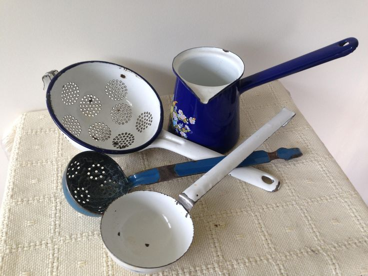 Vintage Enamel lot of 4 items.  strainer,ladle,jug  Collectables/kitchenware/display/ enamel ware/farmhouse decor by trevoranna on Etsy