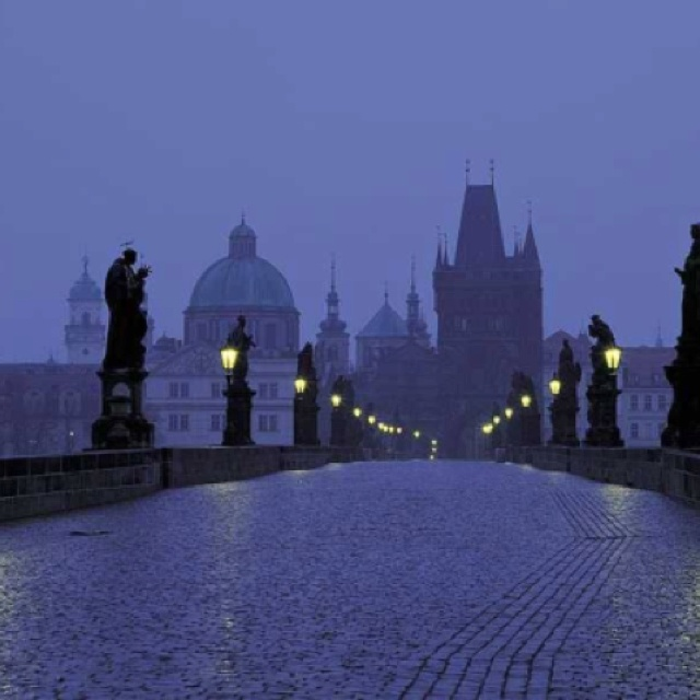 Ponte Carlo(Praga) Si mormora che di notte quando i turisti se ne sono andati le statue si animano ........