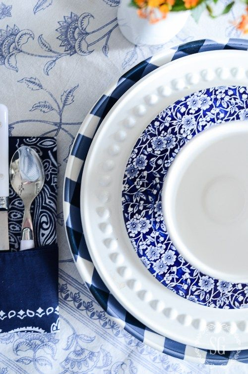 FARMHOUSE BREAKFAST TABLESCAPE- A blue and white farmhouse inspired tablescape! Mix and match blue and white!