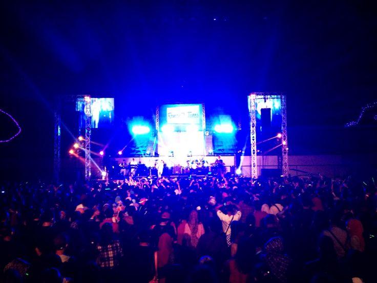 mumpung masih muda mumpung belum tua #sheilaon7 #tulus #show #band #indonesia #support