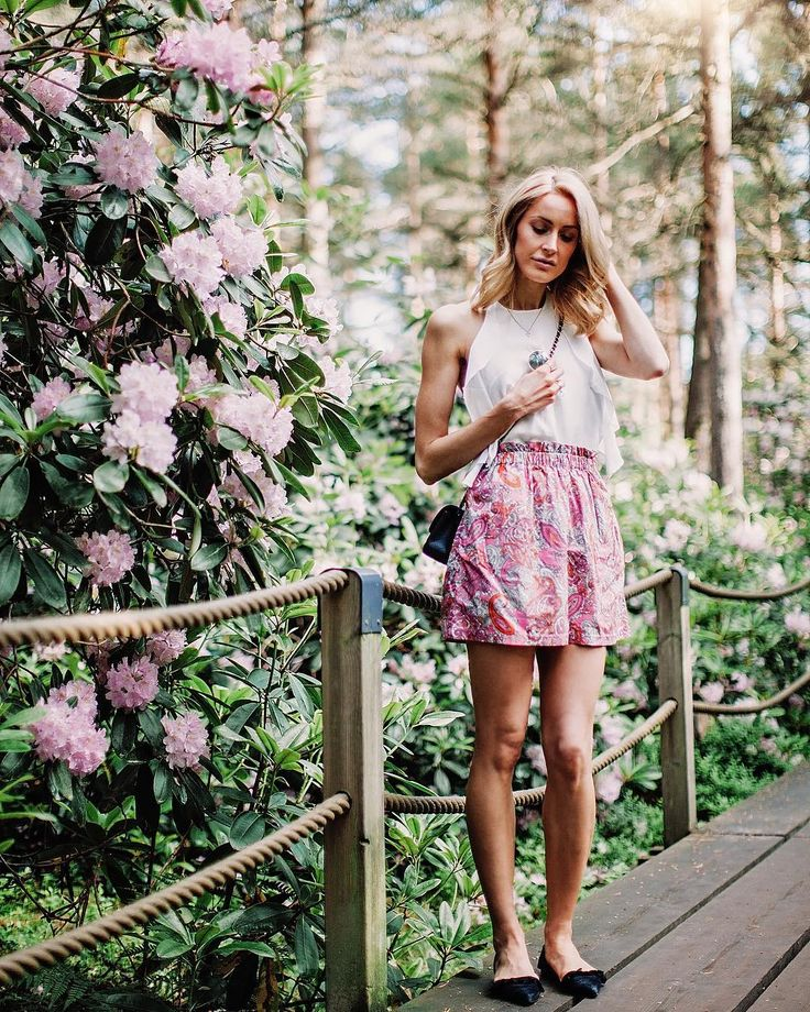 Boho summer outfit in a Rhododendron park with a print skirt and a halter-neck top - Anna, Arctic Vanilla blog.