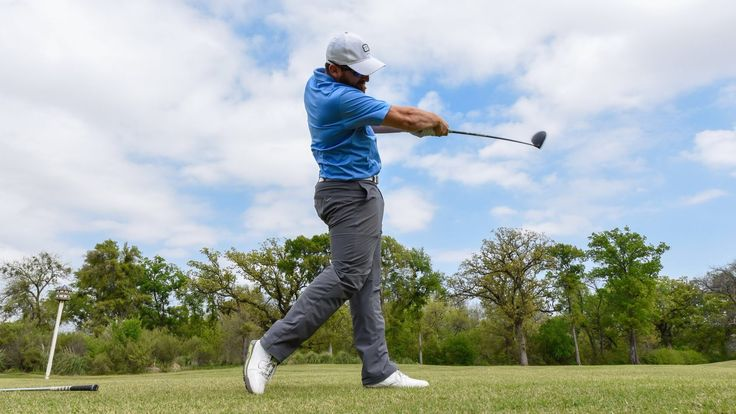 Golf Trick Shots kombiniert mit einer netten Rube Goldberg Machine, die zwischendrin immer mal den Menschen als unberechenbares Element mit aufnimmt. Auch wenn das Ende selten blöd ist, schaut das zwischendrin sehr unterhaltsam aus. Die Tricks danach sind auch nicht von schlechten Eltern