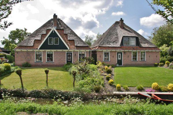 In Opperdoes zijn veel West Friesestolpen uit de 17e eeuw te zien. Bekijk ze met de fietsroute Het Rijke Land www.onh.nl