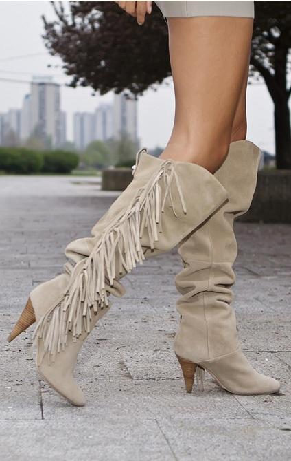 ★ Karen Millen boots ★ http://www.mypackingstylist.com/las-bellas-fashion/las-bellas-fashion-bella-b-at-fashion-week-in-belgrade/
