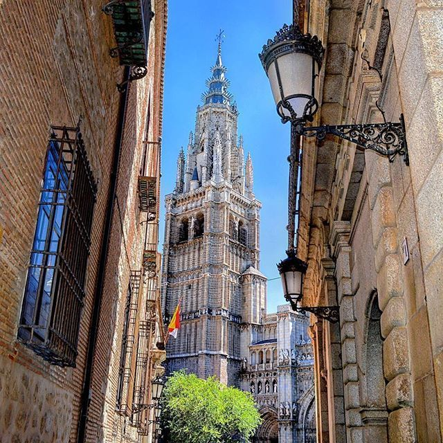 Walking through the alleyways and between the walls of Toledo always has reward: You can find wonderful views like this!  https://ift.tt/2vqHEkG  #toledo #cathedral #catedral #castillalamancha #terratraditionstours #summerinspain #spain #españa #europe #europa #europe_vacations #spain_vacations #wonderfulplaces #beautifuldestinations #beautifulplaces #topspainphoto #spainpassion