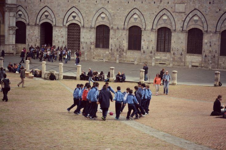 calcio sulla piazza