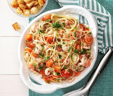 Recept: Spaghetti med räkor och vitlökskrutonger
