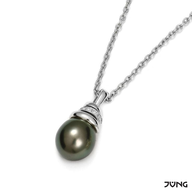white gold pendant with Tahiti pearl and 4 diamonds