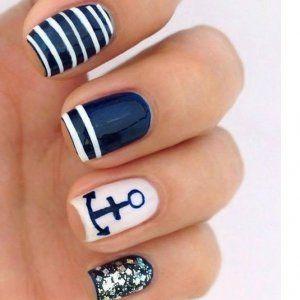ongles en gel bleu marine