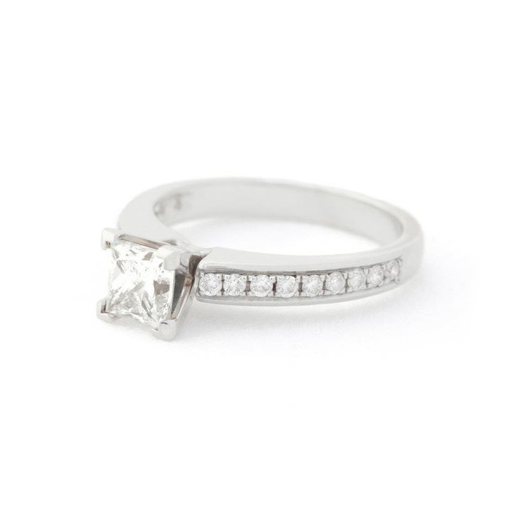 18k white gold princess cut centre diamond pave'e band
