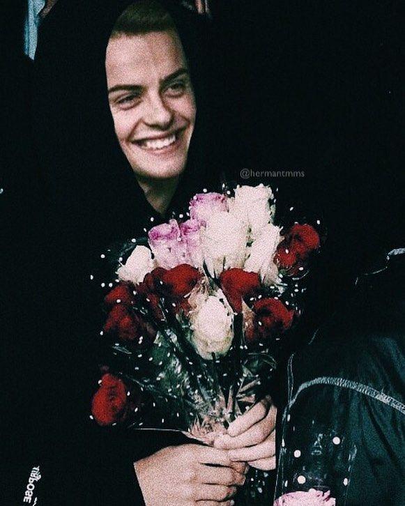 "547 curtidas, 8 comentários - Herman BR (@hermantmms) no Instagram: """"What kind of flower does she like?"" """