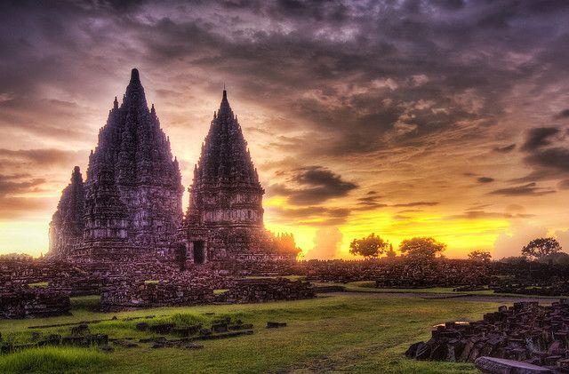 世界遺産 プランバナン寺院遺跡群  (インドネシア)