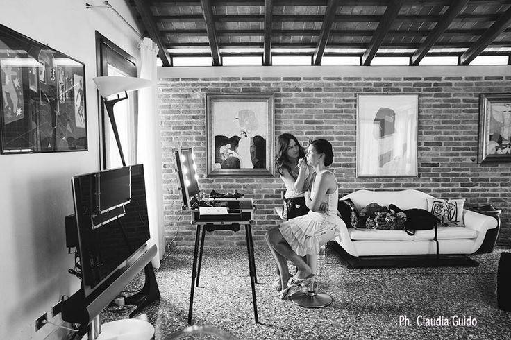 MUA: Silvia Zucchetti - Il Mio Bludiprussia Ph: Claudia Guido Bridal session in front of a Cantoni Make-up Station. #makeupstation #makeupbridal #cantonibridal #makeupartist #silviazucchetti #bludiprussia