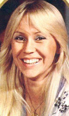 ABBA member Agnetha Faltskog in 1976.Door haar ging ik op mijn 15de mijn haar blonderen ,twee lokjes knippen en lang laten groeien