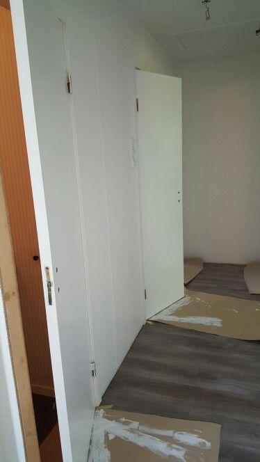Brune dører blir hvite