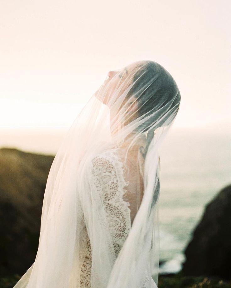 Contax645 | Fuji400 | PhotoVision | SP3000 | Coastal beach bridal styled veil photo by fine art film photographer @donnyzavala, captured during an Erich McVey workshop in Elk, California. | Romantic modern lace dress by @emilyroseriggs