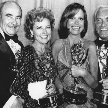 Betty White & the cast of The Mary Tyler Moore Show