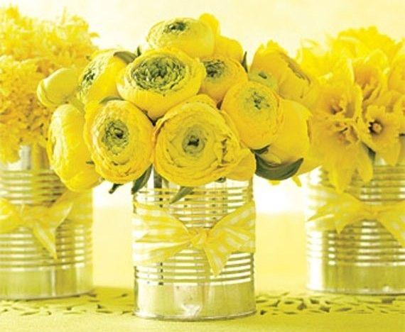 Lattine con fiori gialli