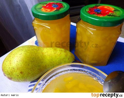 Hruškový med 900 g oloupaných a jadřinců zbavených hrušek / čistá váha/ 400 g ananasového kompotu i s nálevem 700 g cukru šťáva z jednoho citronu l lžíce zázvorové šťávy Postup přípravy receptu Hrušky nakrájíme na drobné kousky,, ananas rozmixujeme nahrubo. V kastrolu smícháme všechny suroviny a vaříme do změknutí hrušek a do mírného zhoustnutí / cca -30 minut, často mícháme /. Horké plníme do skleniček.