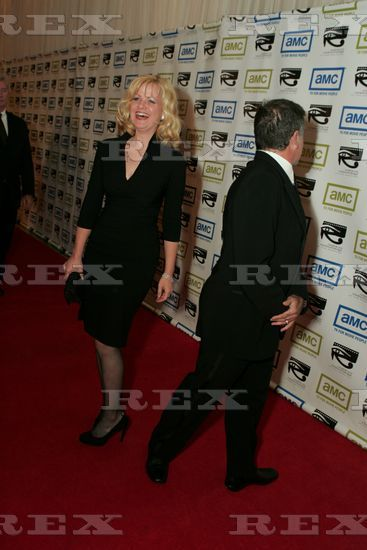 LOL shot w/ Bonnie Hunt. Yep, that's Robin's other side of his head.