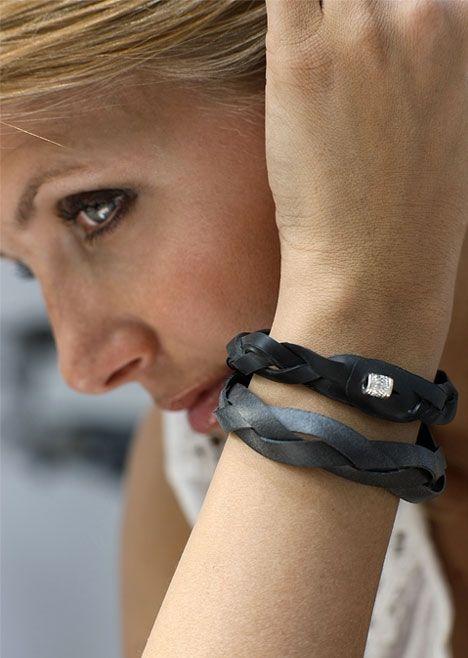 Armbånd af cykelslanger http://www.hendesverden.dk/handarbejde/hobby/Armband-af-cykelslanger/