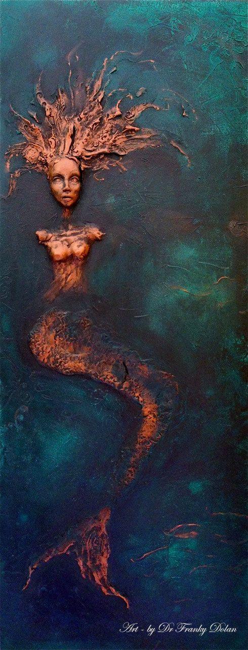 Sirena. Pared escultura Comisión Award Winning Fae fábrica Steampunk Chic Eco artista, Dr. Franky Dolan (alivio de arcilla & lienzo)