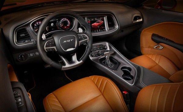 2015 Dodge Challenger SRT elegant dash