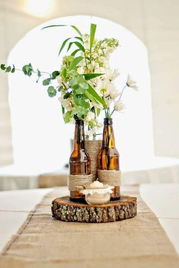 Arreglo floral con botellas de cristal