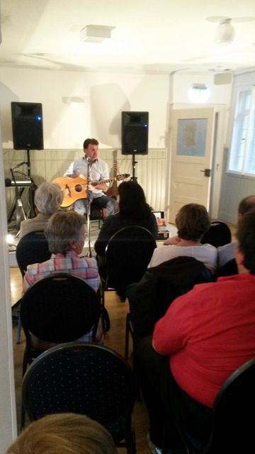 Paul Fogarty concert, Aichtal, Germany 2014:   one singer-songwriter, three…