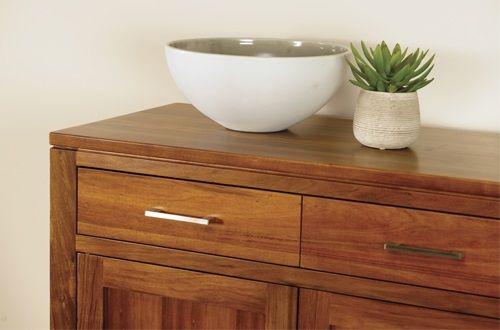 Χρωματα και Κατηγορίες Βερνίκια : αν και υπάρχουν βερνίκια για μέταλλα, με τον όρο βερνίκια αναφερόμαστε κυρίως στη βαφή ξύλου. Το ξύλο , ως υλικό, έχει την ιδιαιτερότητα να θεωρείτε φυσικό. Κατ' επέκταση, επιλέγοντας βερνίκι ξύλου θα πρέπει να δώσουμε ιδιαίτερη προσοχή στις ιδιότητές του ώστε να το διατηρούμε πάντα υγιές και όμορφο.