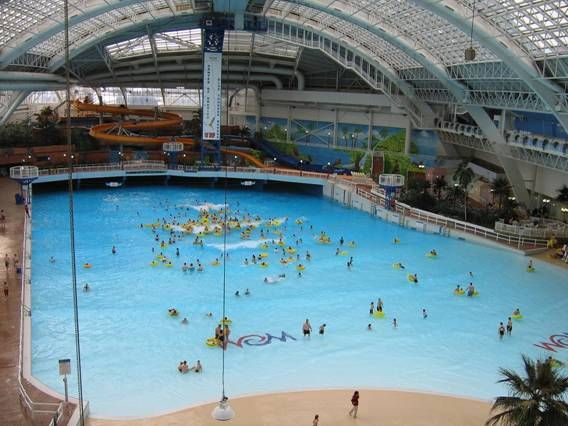 World 39 s largest indoor swimming pool world water park - Swimming pools with waterslides in london ...