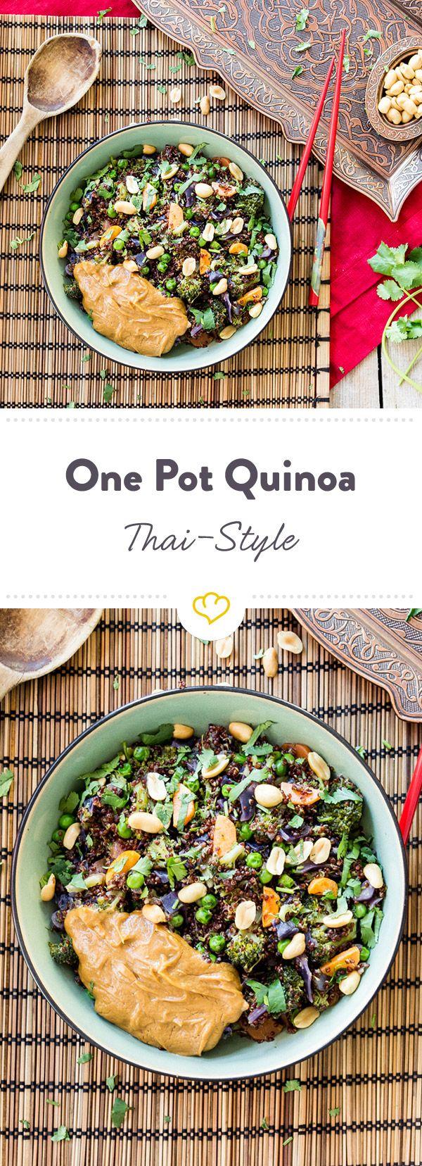 Erdnussbutter macht alles ein bisschen besser. Und verwandelt sich mit Reisessig, Sojasauce und Chiliflocken zum perfekten Begleiter für Quinoa.