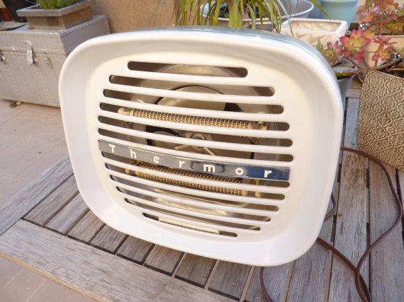 ancien radiateur chauffage soufflant déco atelier loft industriel années 50-60 de France THERMOR radiateur en bon état, qui fonctionne. Le fil est abîmé (photo N°5) : il suffit de rajouter un scotch pour électricité autour.  envoi en colissimo