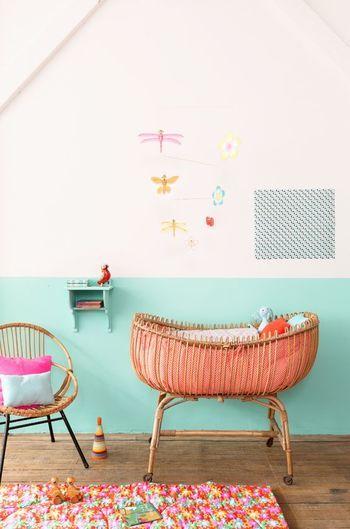 ブライトカラーでまとめたキュートな子ども部屋。ポップな中に優しさのある色使いが素敵。