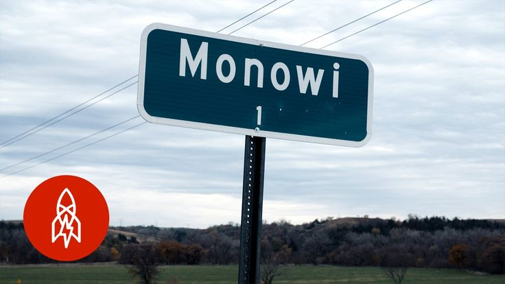 America's Smallest and Loneliest Town Has a Population of Exactly 1 Welcome to Monowi, Nebraska, population 1. According to 2010 U.S. Census data, Monowi is the only incorporated town in the country with only one resid... https://drwong.live/weird/americas-smallest-and-loneliest-town-has-a-population-of-exactly-1-html/