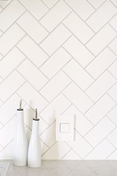 Best Diy White Herringbone Backsplash Installation 400 x 300