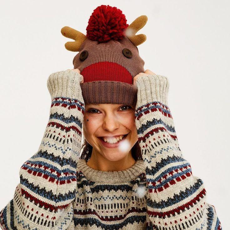 Con este gorro de @pullandbear nos podemos convertir en un reno por Navidad. Su precio 1299 euros. . #trendencias #streetstyle #moda #fashion #ootd #wiw #wiwt #style #lookoftheday #trends #tendencias #estilismo #gorro #hat #pullbear #pullandbear #navidad