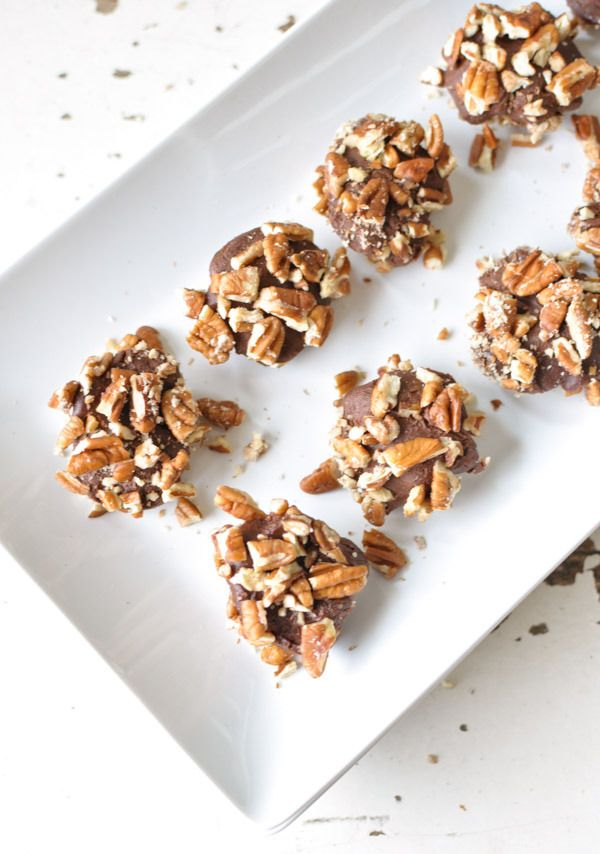 These No Bake Truffle Cookies are the perfect guilt free summertime treat! V+GF+P