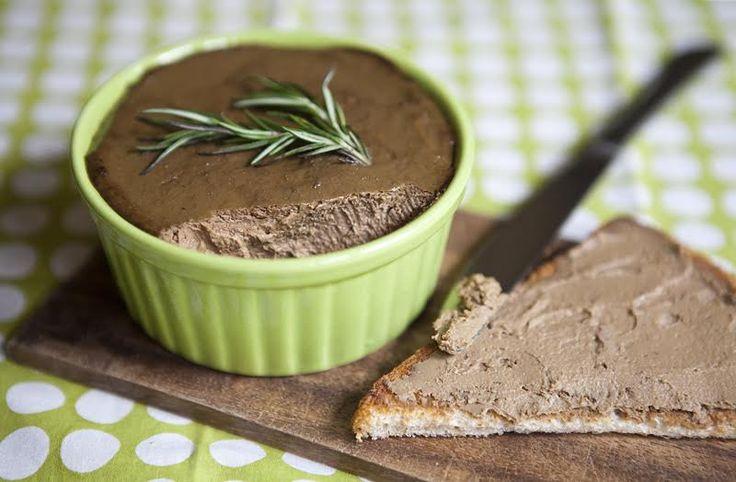 Если у вас намечаются гости, вот вам отличный вариант закуски – как самостоятельной, так и к супу. Прекрасен с овощами и с белым вином. И, конечно, это идеальный завтрак. Самый правильный рецепт от Leno Regushadze, автора блога Crazy Cucumber.