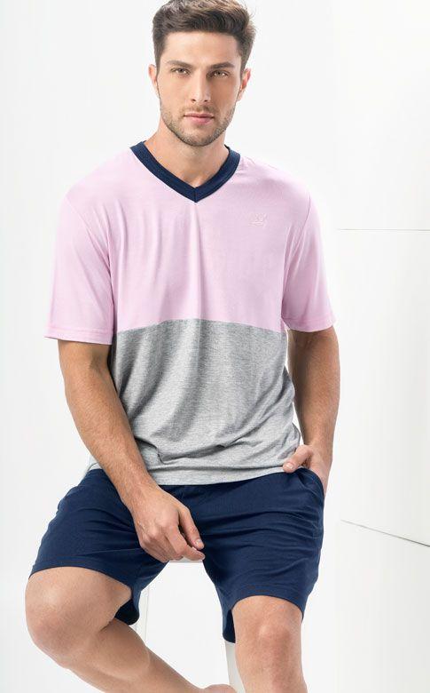 Ref. 7452 -  Conjunto de Modal com Lycra de camiseta em gola V com recorte em combinações de cores para quebrar a sobriedade. Detalhe bordado de coroa ao tom, fazendo par com bermuda com bolsos e braguilha. http://www.mixtepijamas.com.br/