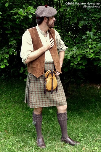 love the colors of this kilted look