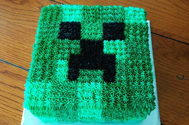 Minecraft creeper cake, buttercream