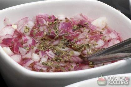 Receita de Vinagrete de cebola em receitas de saladas, veja essa e outras receitas aqui!