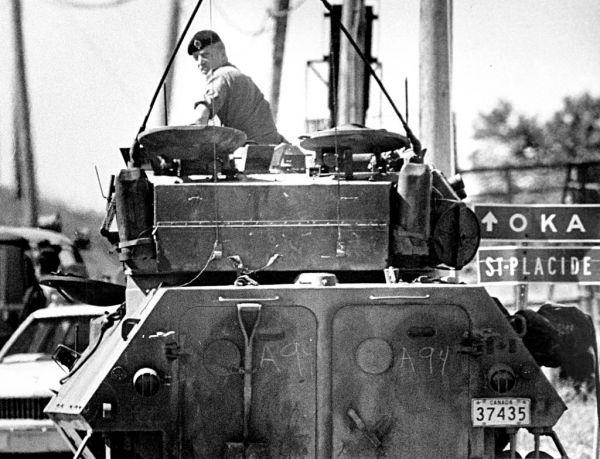 La crise d'Oka a pris une ampleur exceptionnelle. Bien avant l'intervention de l'armée canadienne, c'est un affrontement entre des Mohawks et la Sûreté du Québec qui a déclenché cette crise, le 11 juillet 1990.