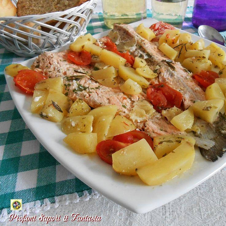 Le trote salmonate al forno sono una pietanza ricca di sapore. Le carni delicate e benefiche delle trote si arricchiscono dei sapori e profumi delle erbe.