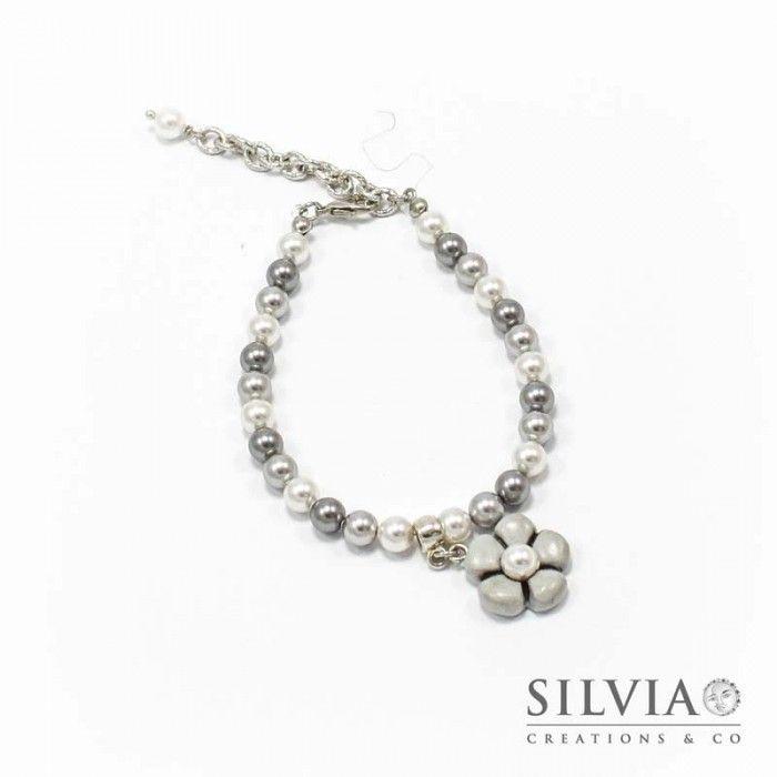 Bracciale perle Swarovski con fiore grigio