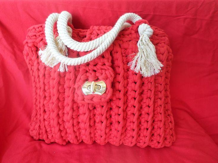 crochet bag with cord handle. τσάντα με βελονάκι και κορδόνι για χερούλι