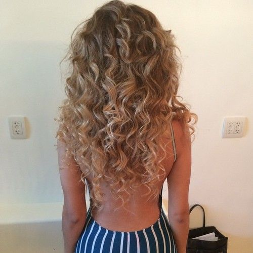 CURLY HAIRS FASHION