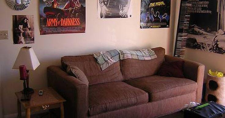 A quien llamar para que se lleven un sofá viejo. Por muy cómodo que luzca, tu sofá se desgastará tarde o temprano. Cuando llegue el momento de reemplazarlo, necesitarás sacarlo y hacer espacio para tu nuevo sofá. Este es un trabajo sencillo si posees una camioneta. Para todas las demás personas, la única opción es llamar a alguien para que pase a recogerlo y llevárselo. La pregunta es; ¿a quién ...