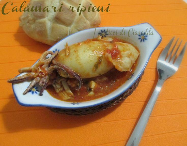 Calamari ripieni Oggi Vi propongo un piatto originale ricco dei sapori del mare, i Calamari ripieni. Questo piatto possiamo anche prepararlo in anticipo, i